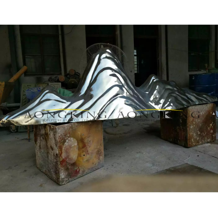 hill stainless steel statue
