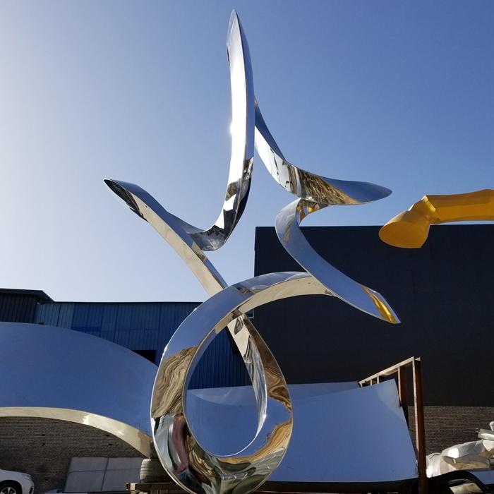 curving mirror sculpture