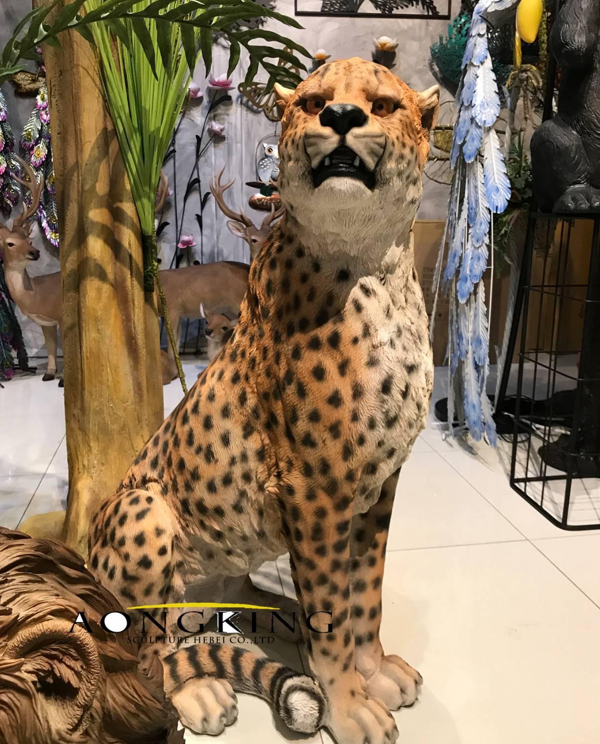 Panthera pardus fiberglass statue