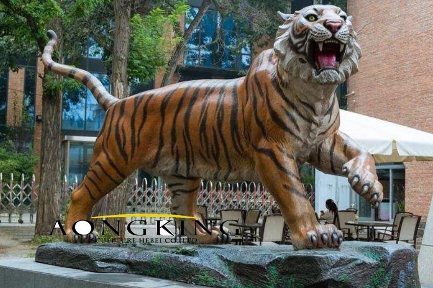 Statue fiberglass of tiger